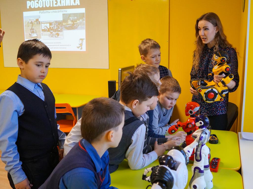 Программа для школьников «Выставка роботов» — 01