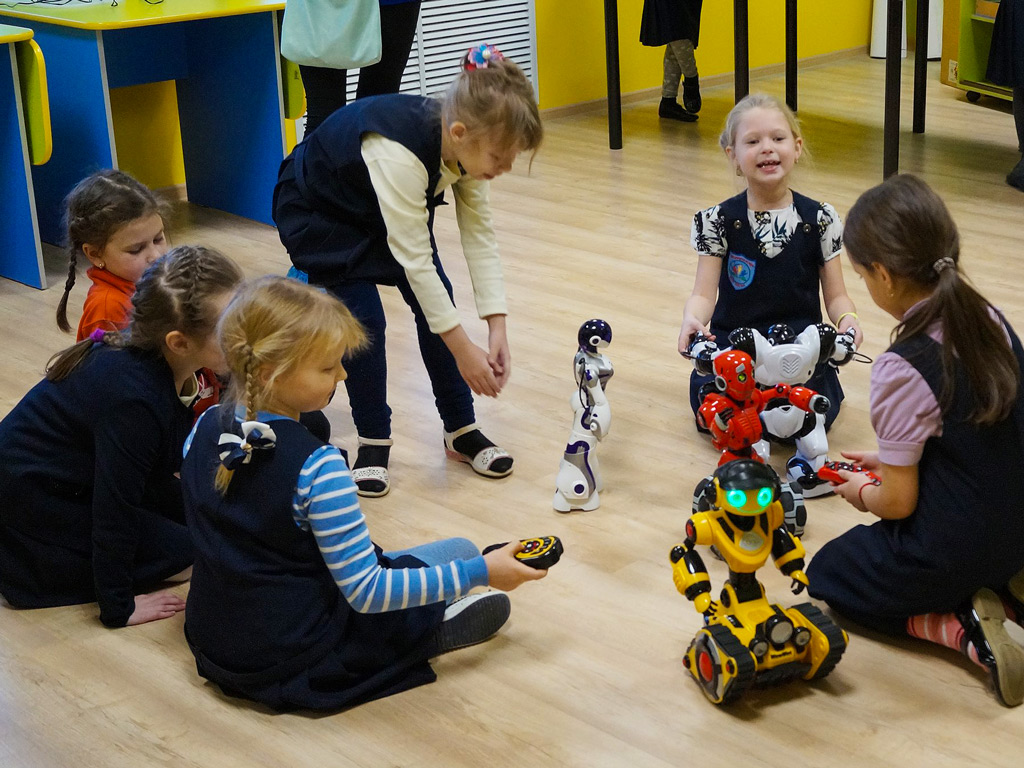Программа для школьников «Выставка роботов» — 02