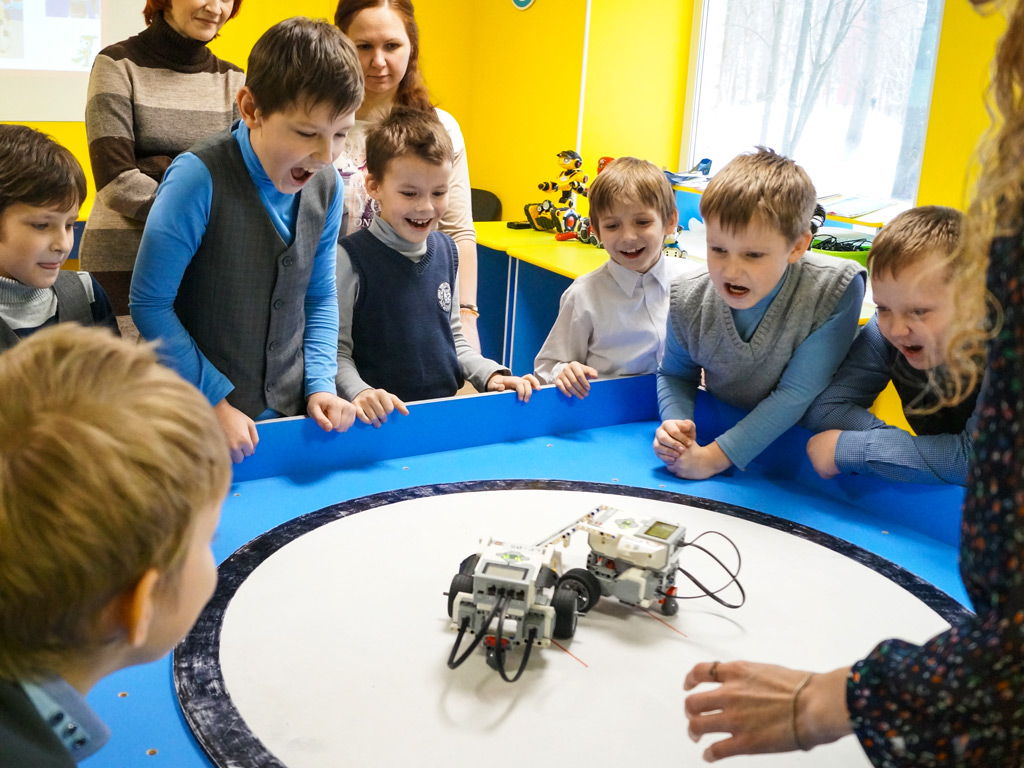 Программа для школьников «Выставка роботов» — 03